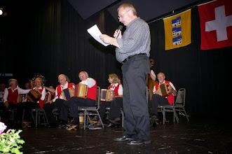 Photo: Dann gibt es eine Laudatio für den scheidenden, ältesten Musikant der Formation, Franz Wagner (8o Jahre)
