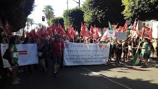 Marcha por el Paseo de Almería de los trabajadores del sector textil.