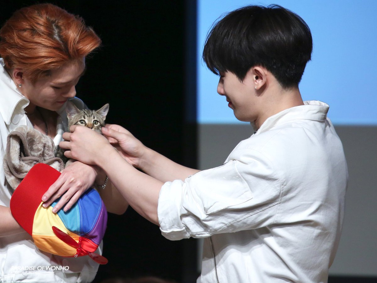 Gucci-and-Yoshi-Monsta-x-fansign-6