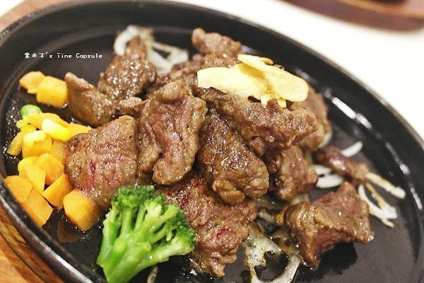 魔力牛牛排館-台南平價牛排,肉份量多,還可免費加麵!!物超所值!
