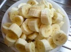 In a small bowl chopped the banana's ,and pour over the top a little...