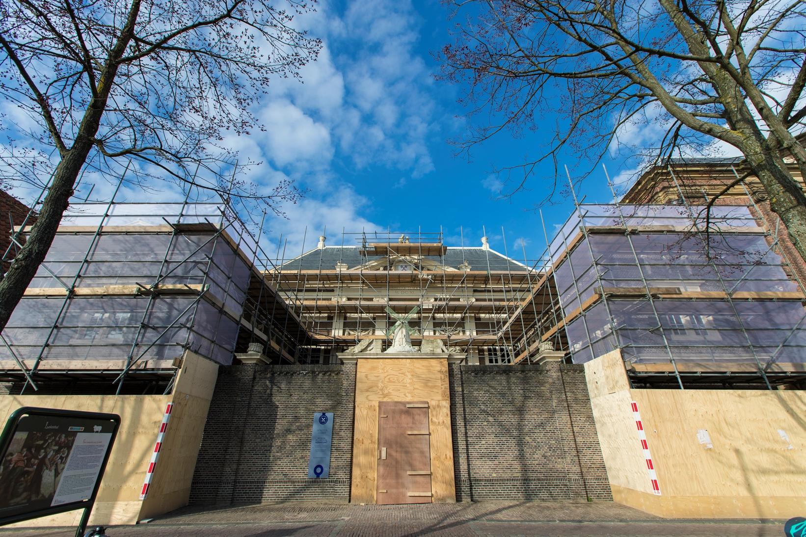 Museum De Lakenhal in de steigers