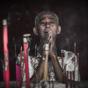Pray by Irvan Junizar - People Street & Candids