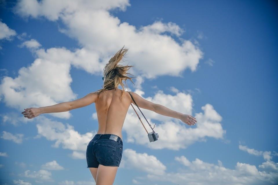 女の子, 若いです, 女性, 戻る, スリム, トップレス, パンツ, カメラ, 雲, 夏, 美しい, ヌード