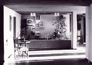 Photo: Monumentale staptegels in een bejaardencentrum in een gebouw met voorheen een andere functie, 1978 tegels uitbeeldend boerderij, boerenland, klassieke gevel, graafwerk en waterbeheer foto Elbert de Bruin, Rotterdam