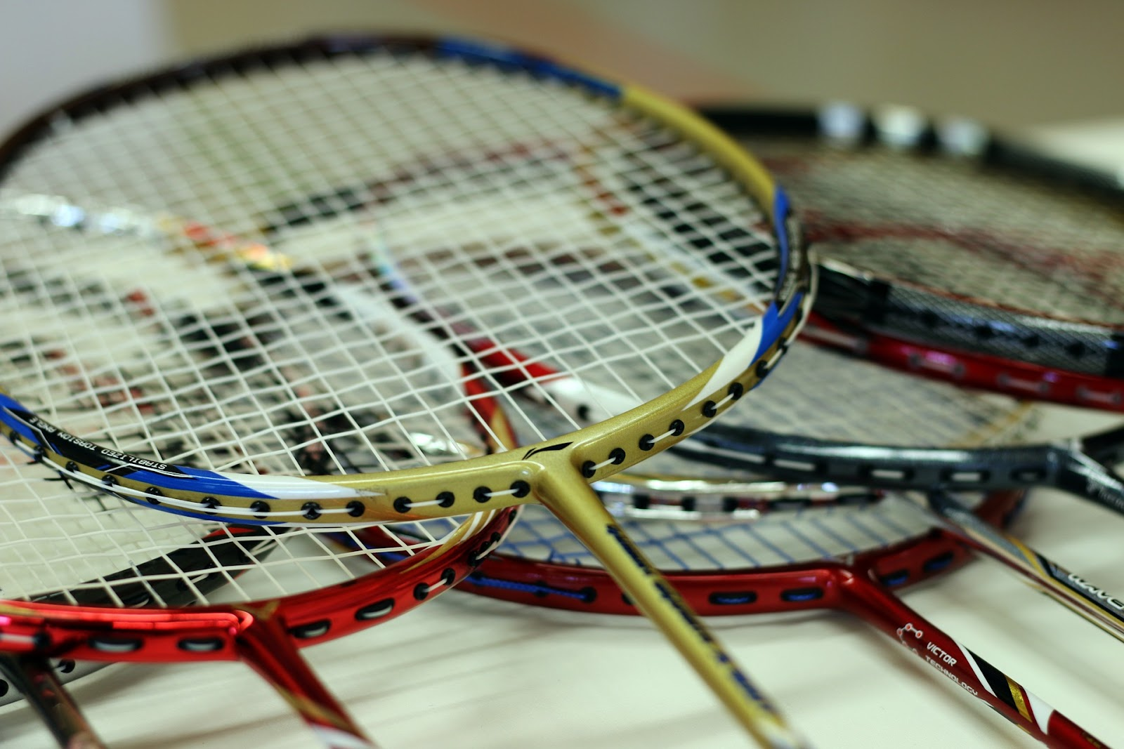 This image has 6 badminton rackets, which would fit nicely into some of the badminton racket bags reviewed in this blog post.