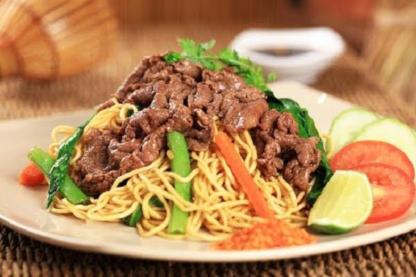 Bữa ăn gia đình thêm thú vị và bổ dưỡng với mì xào thịt bò