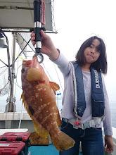 Photo: やったね! キジハタキャッチ! 今日は運悪く、バラしが続いてますが ガンバって釣ってます! まだまだ釣れるよー!