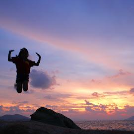 Jump at Beach by Mulawardi Sutanto - Babies & Children Children Candids ( bagus, children, kid, beach, travel, bener, singkawang )