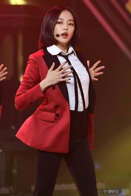 yeeun suit 2