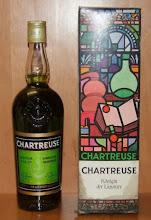 Photo: Quelle belle boite ! Grimoire et fiole sur un vitrail aux motifs colorés. Königin der Liqueure, pour le marché allemand.