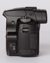 Photo: Sony Alpha 35 - Left Side