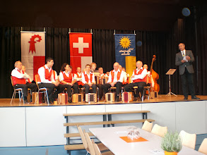 Photo: Herr Pfarrer Enz erzählt eine interessante Geschichte vom Geissbock