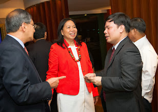 Photo: 22 August 2013 - Cocktails at the Dusit Thani Hotel in Makati.  IAFEI Area President for Asia Bach Nguyen meets  FINEX Board Member Edmundo Soriano