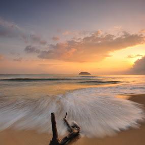 Air Tawar Beach, Kuala Besut by Shahrulnizam Benut - Landscapes Waterscapes