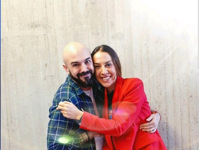 Sergi Regal junto a Mónica Naranjo.