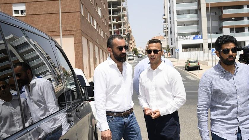 Mohamed El Assy, la mano derecha del presidente, ya trabaja en el mercado.