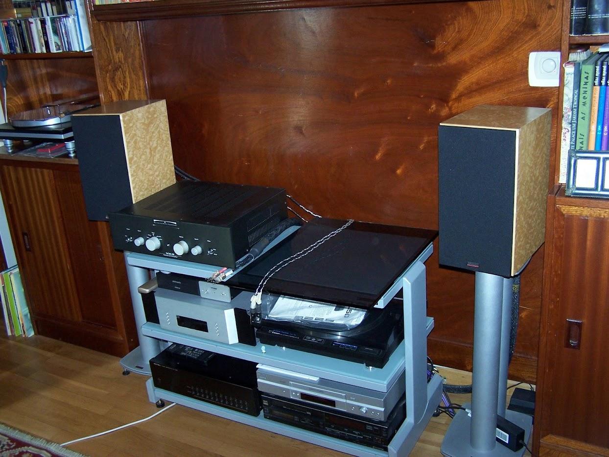 Van Damme Blue Series Studio Grade 2 x 4mm 2 Core VfpOHe6p64xFw_weKs8drabqLaAeDgQztcor5Tqd7CM=w1244-h933-no