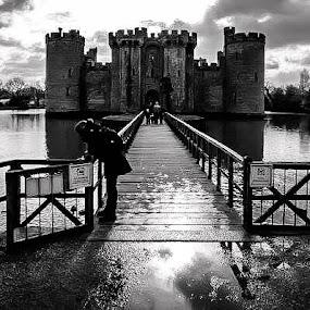 Bodiam Castle shadows by Sam Kirimli - Uncategorized All Uncategorized