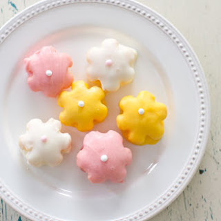 EASY MINI DAISY CAKES