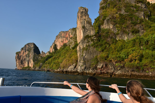 Admire stunning limestone roick formations along the coastline of Phi Phi Leh