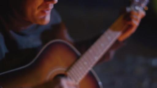 Ritual de la guitarra en noche de San Juan