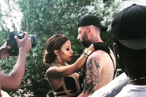 Kelly and Chad on the set of the music video for Dance Comigo.