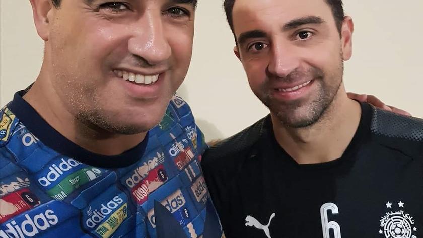 Hicham Jadrane con Xavi Hernández.