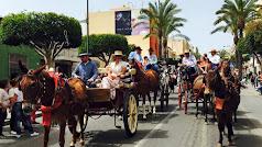 Carruajes de caballos haciendo el recorrido de la romería el pasado año.