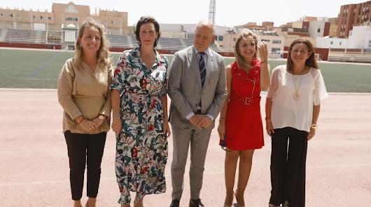 Representantes políticos visitan las obras en el Estadio de la Juvengtud.