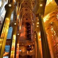 Lo spettacolo in una chiesa (Sagrada Familia) di