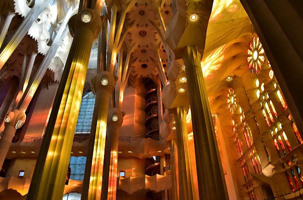 Lo spettacolo in una chiesa (Sagrada Familia) di Ilaria Bertini