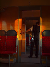 Photo: Przed chwilą konduktor sprawdzał bilety więc radzimy by za nim pobiegł i upewnił się co do zaistniałej sytuacji.  (zdjęcie Grzesia)
