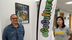 Ángel Ruiz Serna, gerente de Ecoculture Biosciences, y Beatriz Llanos.