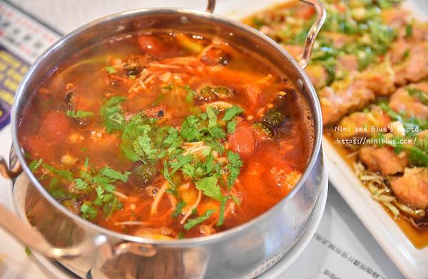 泰華 泰式料理 ,緬甸華僑主廚的泰式料理合菜餐廳(附menu),台中大業國中對面。適合家族聚餐,除夕當天現做年菜店取