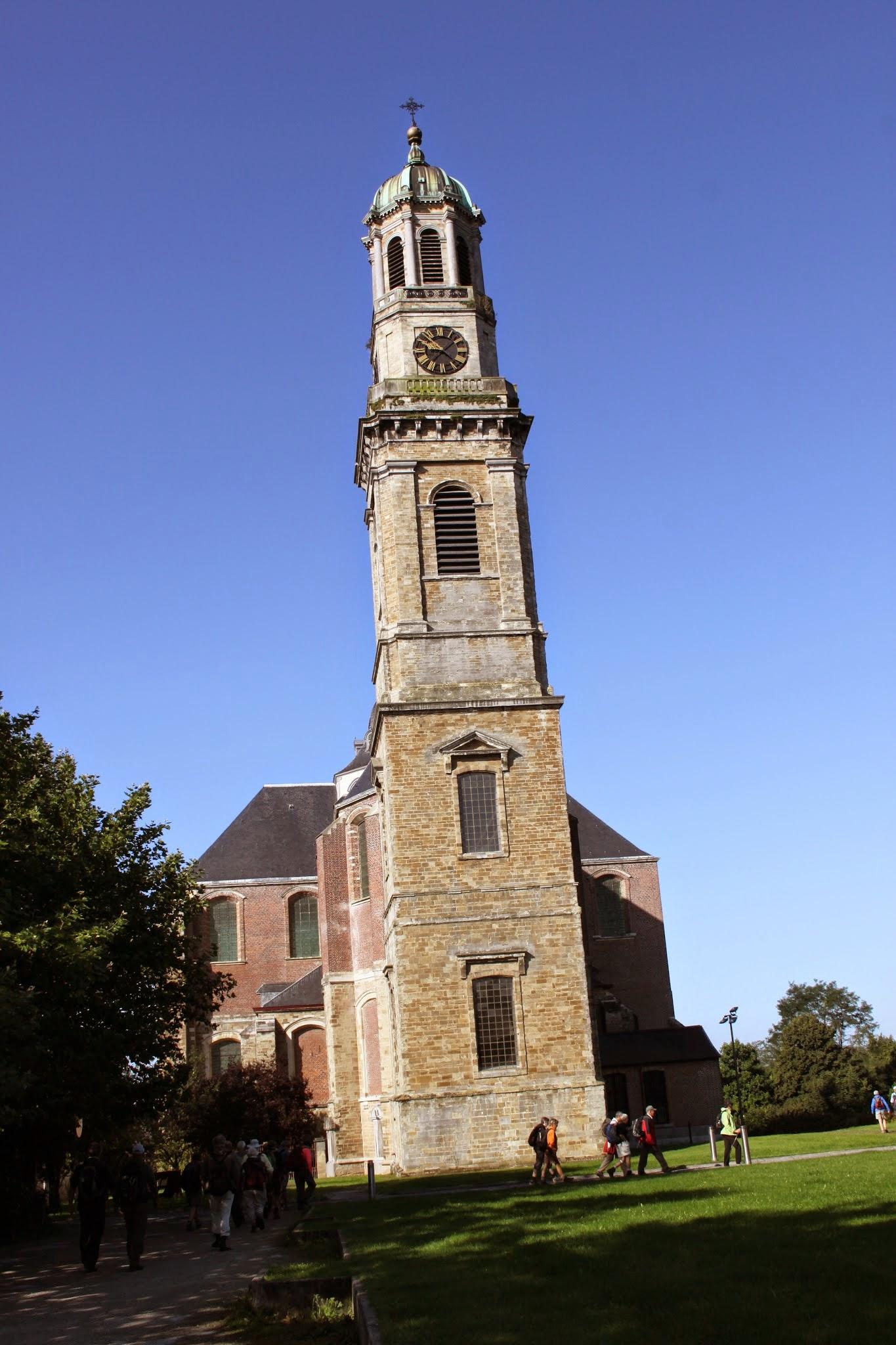 Photo: De Onze-Lieve-Vrouw-Hemelvaartkerk, een van de grootste barokkerken in Vlaanderen. Maakte vroeger deel uit van de Ninoofse norbertijnerabdij.