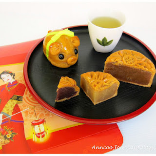 Traditional Baked Mooncake 中秋月饼 (2010) Recipe