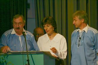 Photo: Am Rednerpult / Paul und Urs Mangold sowie die Taufgotte Brigite