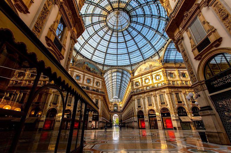 I (quasi) vuoti della Galleria Vittorio Emanuele  di claudia_reali
