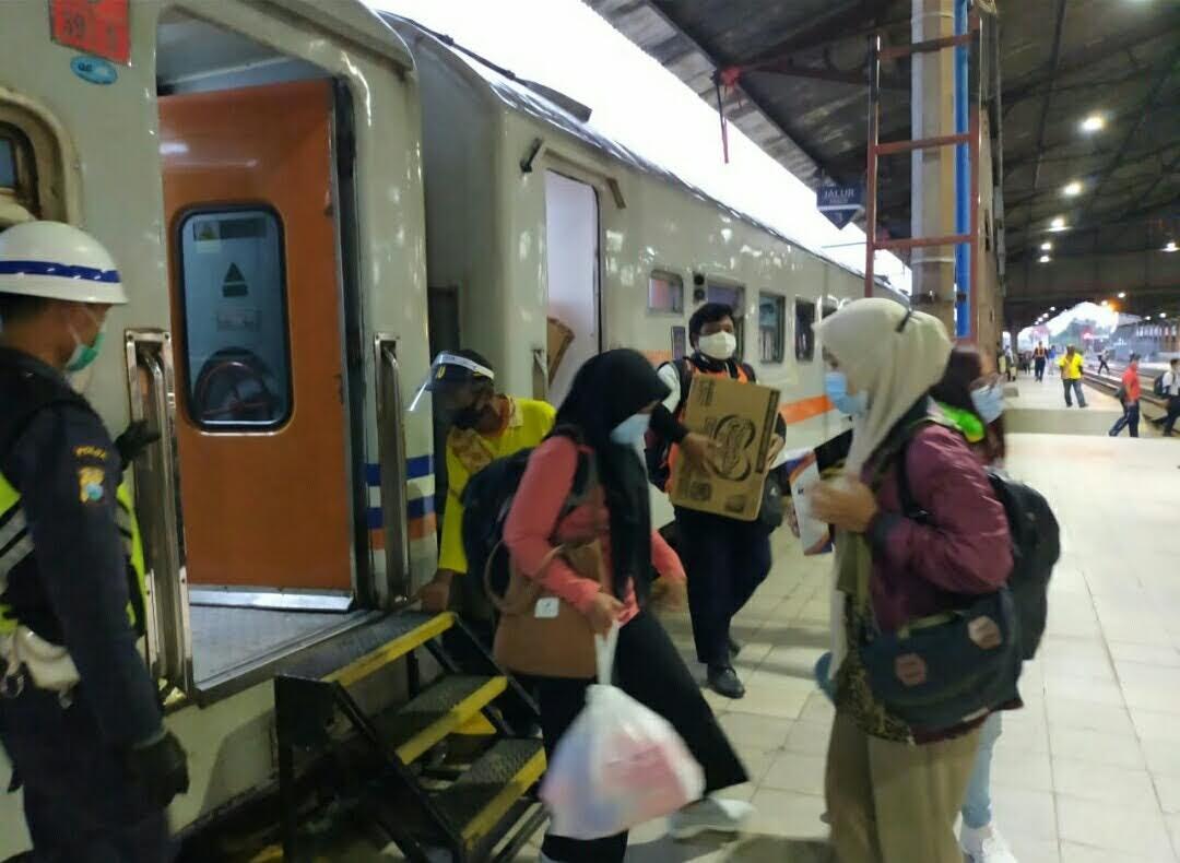 Akibat Banjir di Jakarta, PT KAI Daop 7 Madiun Kembalikan Uang Pembelian Tiket 100 %