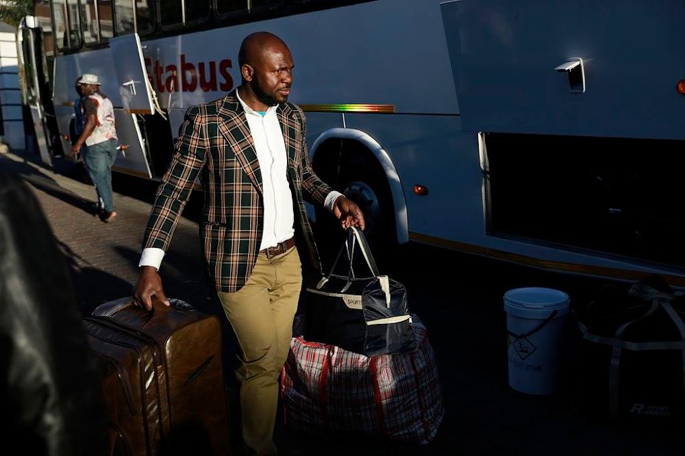 'Immigrasie'-aangeleenthede laat Nigeriërs gestrand word terwyl die vlug huis toe vertraag word - TimesLIVE