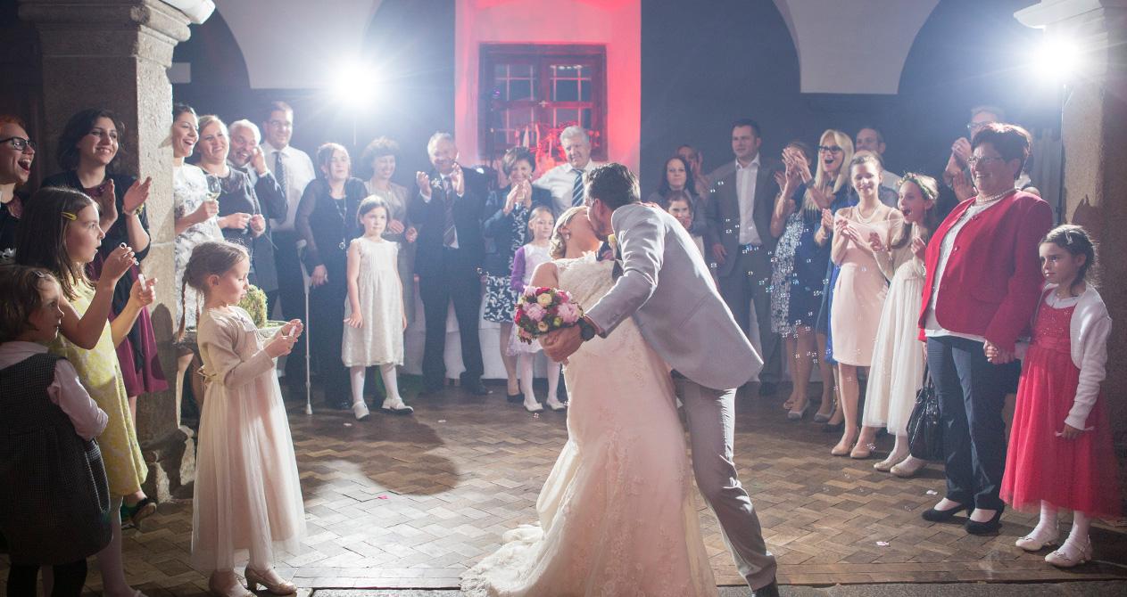 Bessere Bilder durch Blitzen Hochzeitstanz