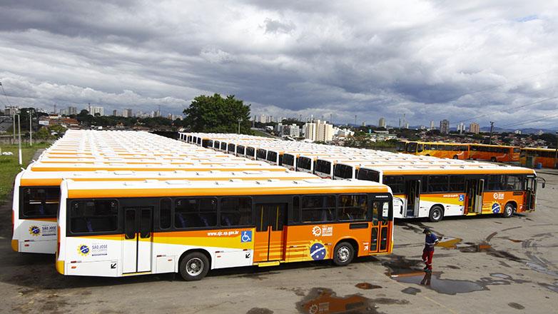 São José dos Campos renovou sua frota de ônibus com modelo maior e menos poluente. (Fonte: Prefeitura de São José dos Campos/Divulgação)