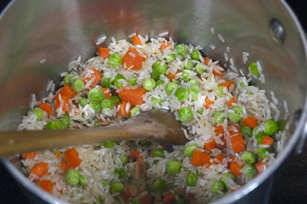 Add the carrots and peas, and toss with the rice.