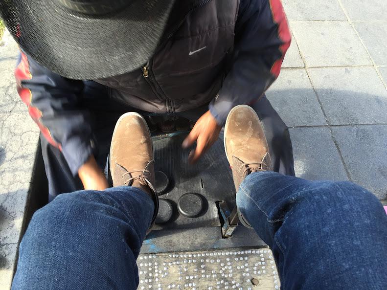 ラパスで靴磨きをする前の状態