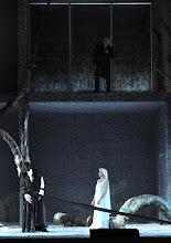 Photo: RUSALKA an der Wiener Staatsoper: Inszenierung Sven Eric Bechtolf. Premiere 26.1.2014. Michael Schade, Krassimira Stoyanova. Foto: Barbara Zeininger