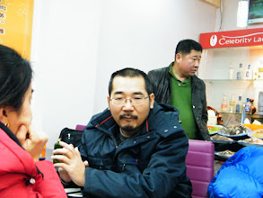 Photo: warrenzh 朱楚甲's works: dad, benzrad 朱子卓 in solitary before served. family dined out to celebrating Holy affirmative on equipping our video gaming a usb hub among benzrad 朱子卓, the dad's unease upon lunar Spring festival's gift.