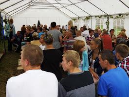 Besucher des Einwohnertreffens in Feierlaune (©ASC)