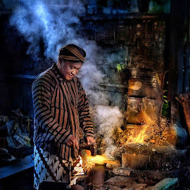 Traditional blacksmith by Mardi Tri Junaedi - People Professional People ( traditional, java, hardwork, fire, man, weapon maker )