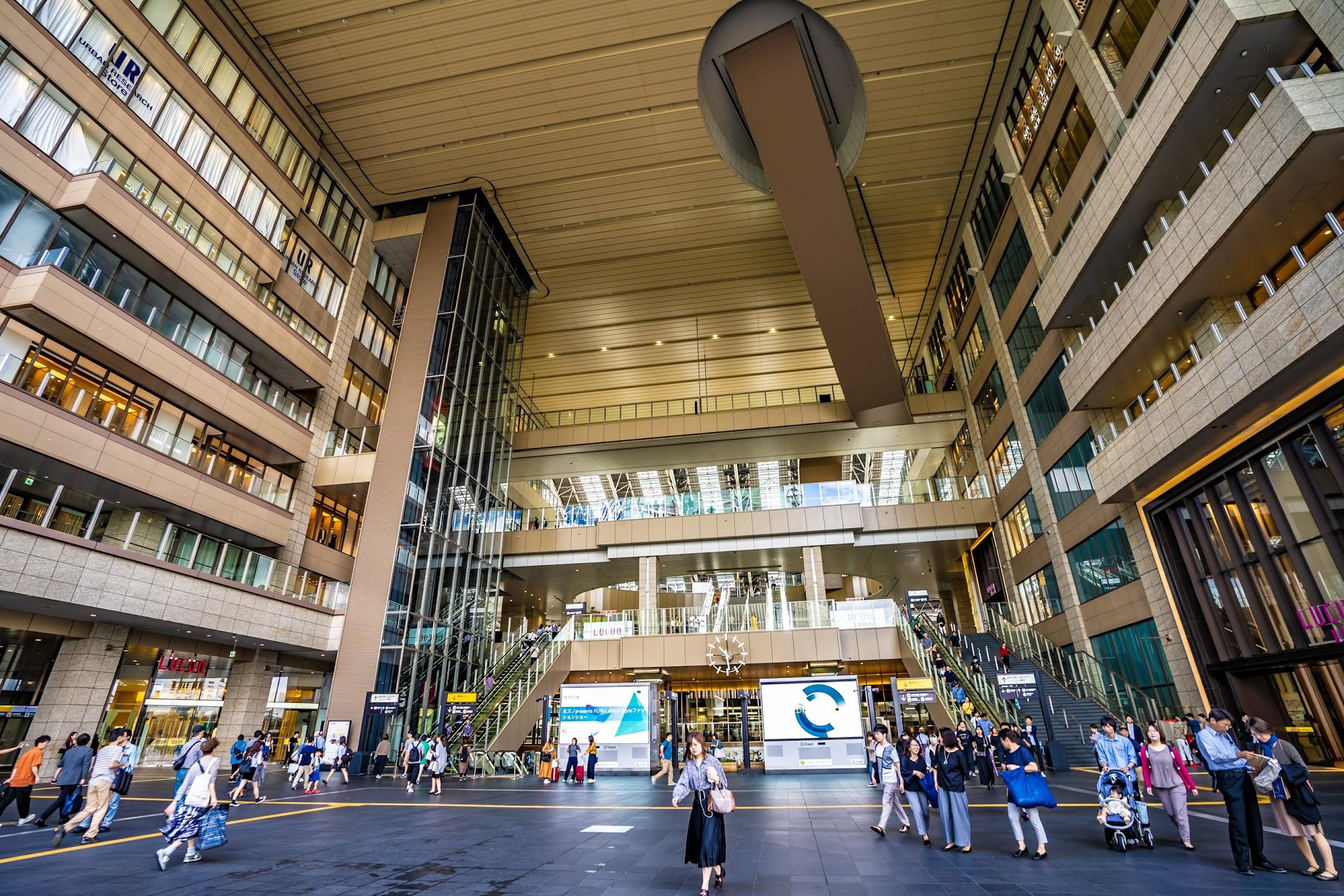 大阪ステーションシティ アトリウム広場1